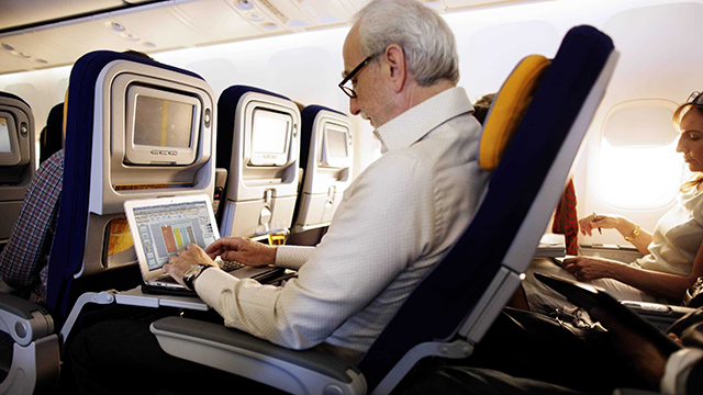 internet-airplane