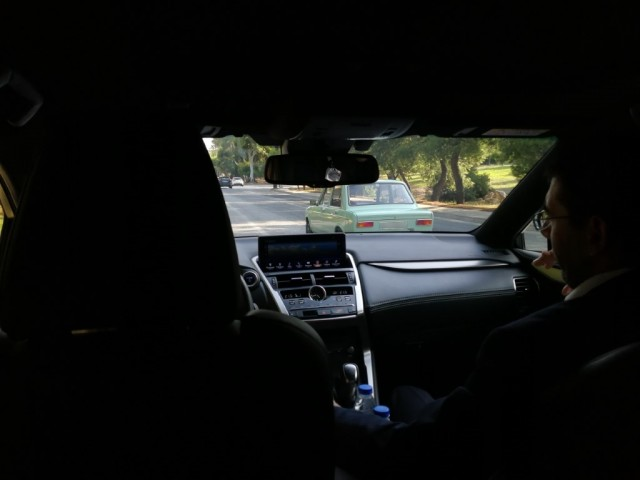 Το παρελθόν (Fiat 124 Sedan) και το μέλλον (Lexus NX300h) σε μια φωτογραφία...